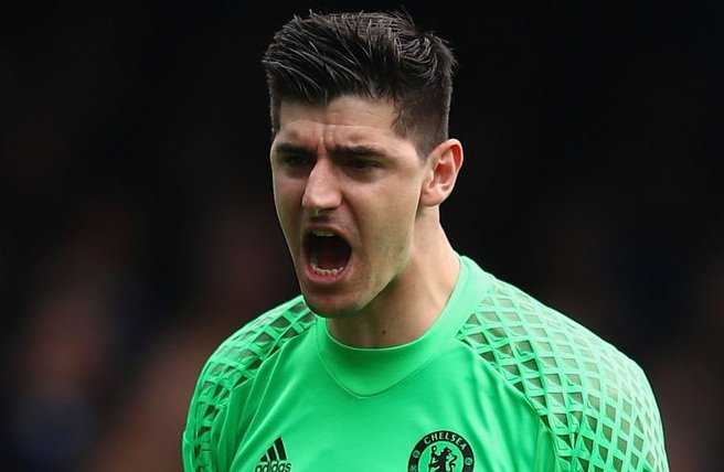 Lo sợ mất Courtois, Conte giục Chelsea kí hợp đồng mới